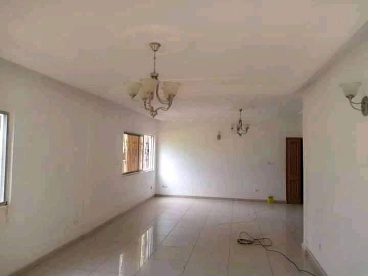 Apartment to rent - Yaoundé, Bastos, Quartier golf - 1 living room(s), 3 bedroom(s), 2 bathroom(s) - 500 000 FCFA / month