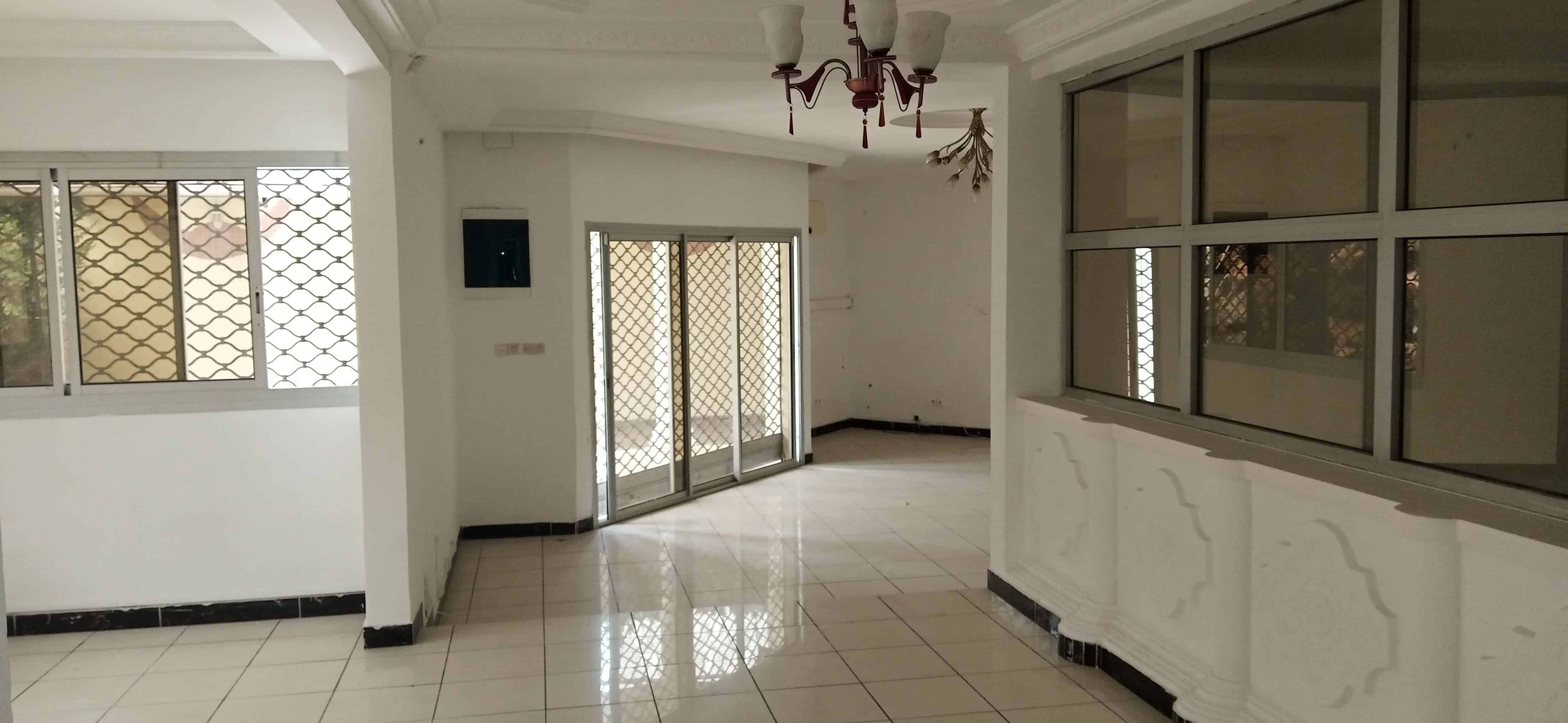 House (Villa) to rent - Douala, Bonapriso, Hydrocarbures - 1 living room(s), 4 bedroom(s), 3 bathroom(s) - 2 200 000 FCFA / month