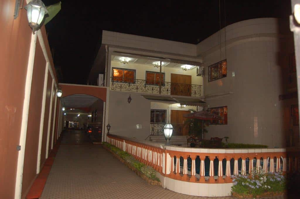 House (Duplex) for sale - Douala, Bonamoussadi, A Denver - 3 living room(s), 5 bedroom(s), 6 bathroom(s) - 1 200 000 000 FCFA / month