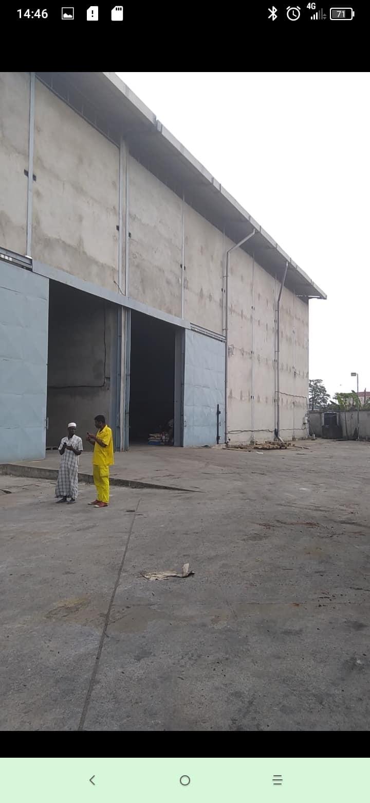 Store to rent at Douala, Ndokotti, À 300m derrière la nouvelle agence de banque société générale - 1600 m2 - 5 000 000 FCFA