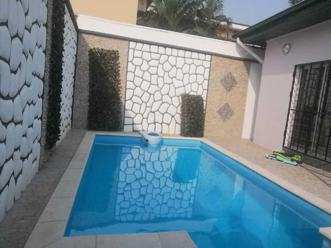 Maison (Villa) à louer - Douala, Bonapriso, Petit métisse - 1 salon(s), 3 chambre(s), 4 salle(s) de bains - 2 500 000 FCFA / mois