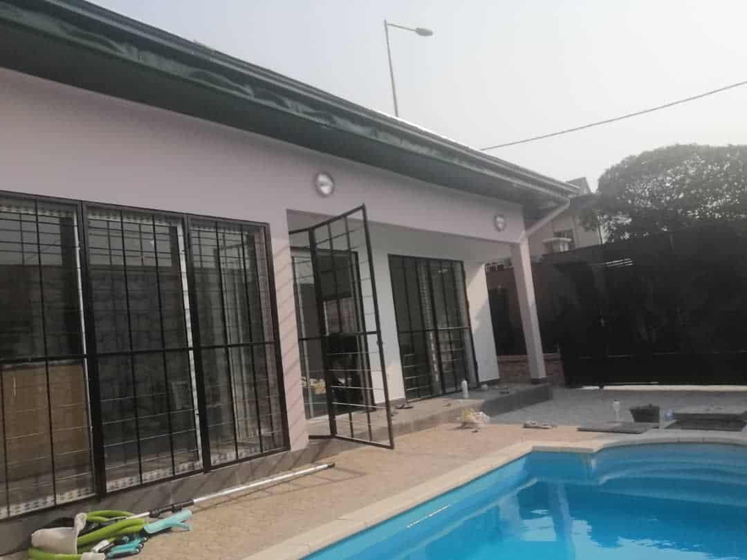 House (Villa) to rent - Douala, Bonapriso, Petit métisse - 1 living room(s), 3 bedroom(s), 4 bathroom(s) - 2 500 000 FCFA / month