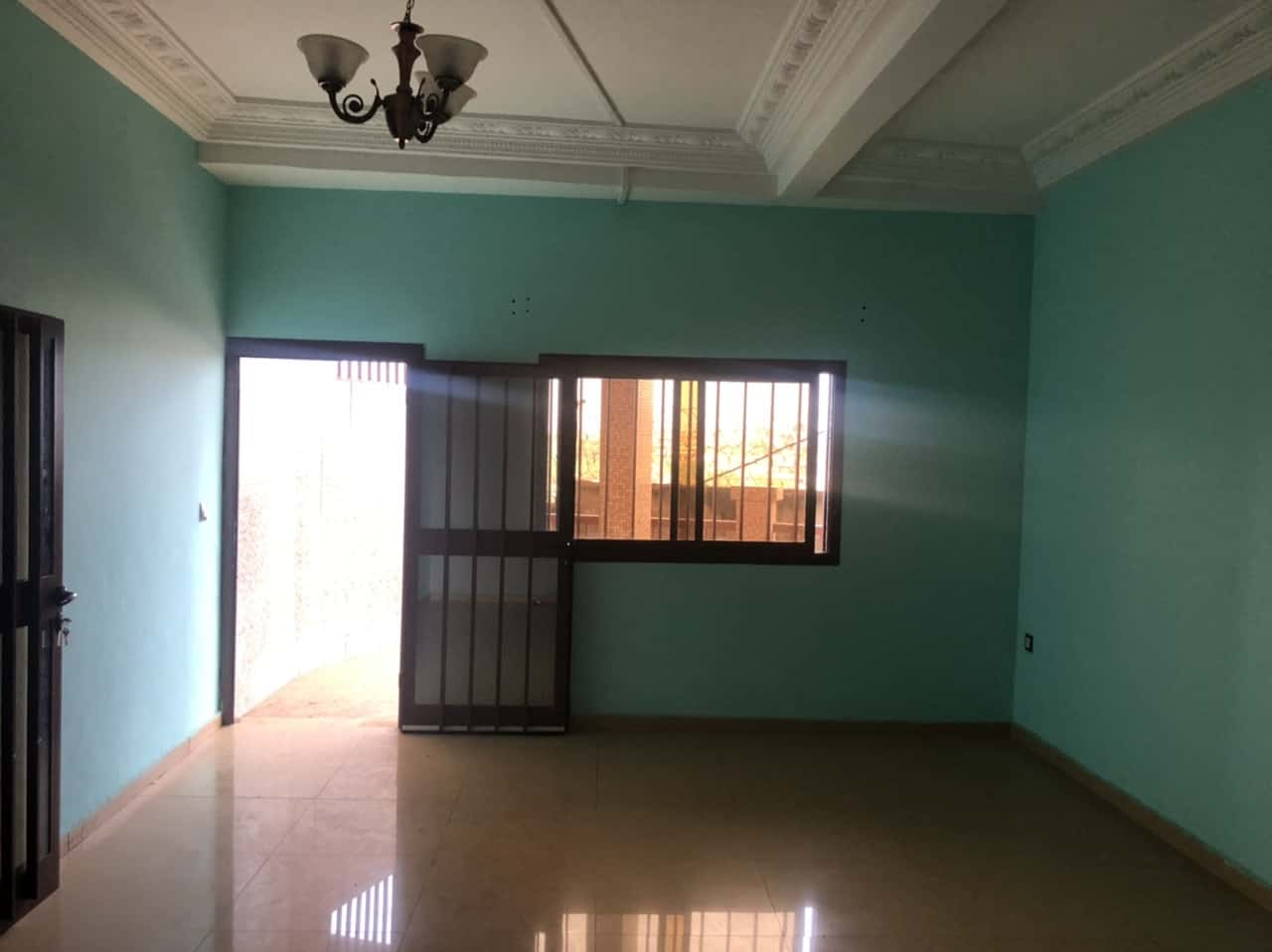 Apartment to rent - Yaoundé, Mfandena, Titi Garage - 1 living room(s), 2 bedroom(s), 2 bathroom(s) - 200 000 FCFA / month