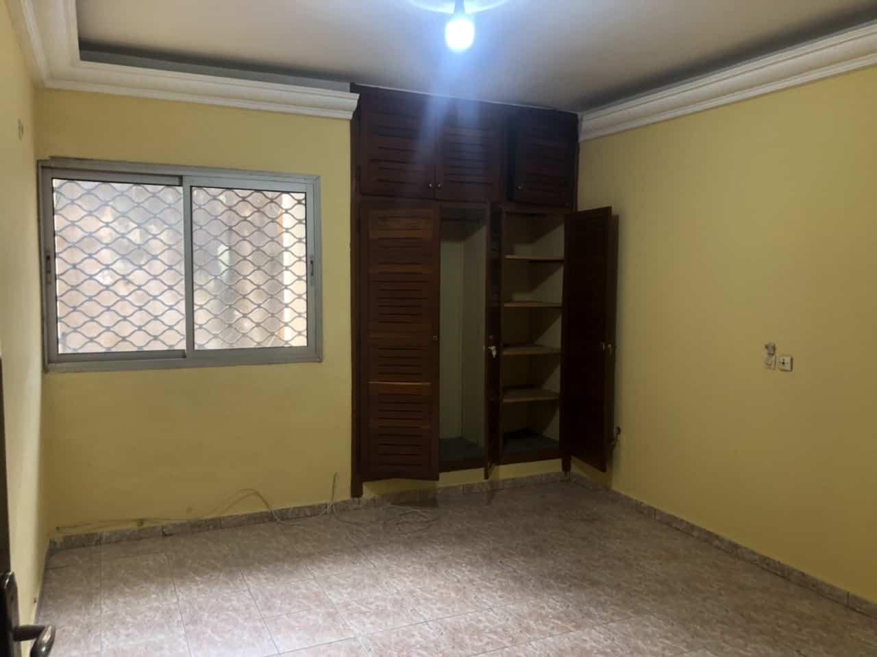 Apartment to rent - Yaoundé, Bastos, Carrefour Bastos - 1 living room(s), 3 bedroom(s), 3 bathroom(s) - 400 000 FCFA / month