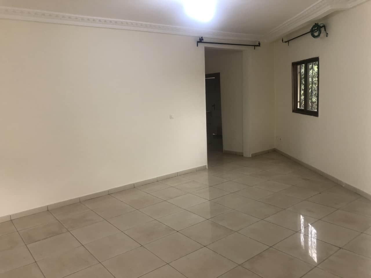 Appartement à louer - Yaoundé, Bastos, Palais de congrès - 1 salon(s), 1 chambre(s), 1 salle(s) de bains - 180 000 FCFA / mois