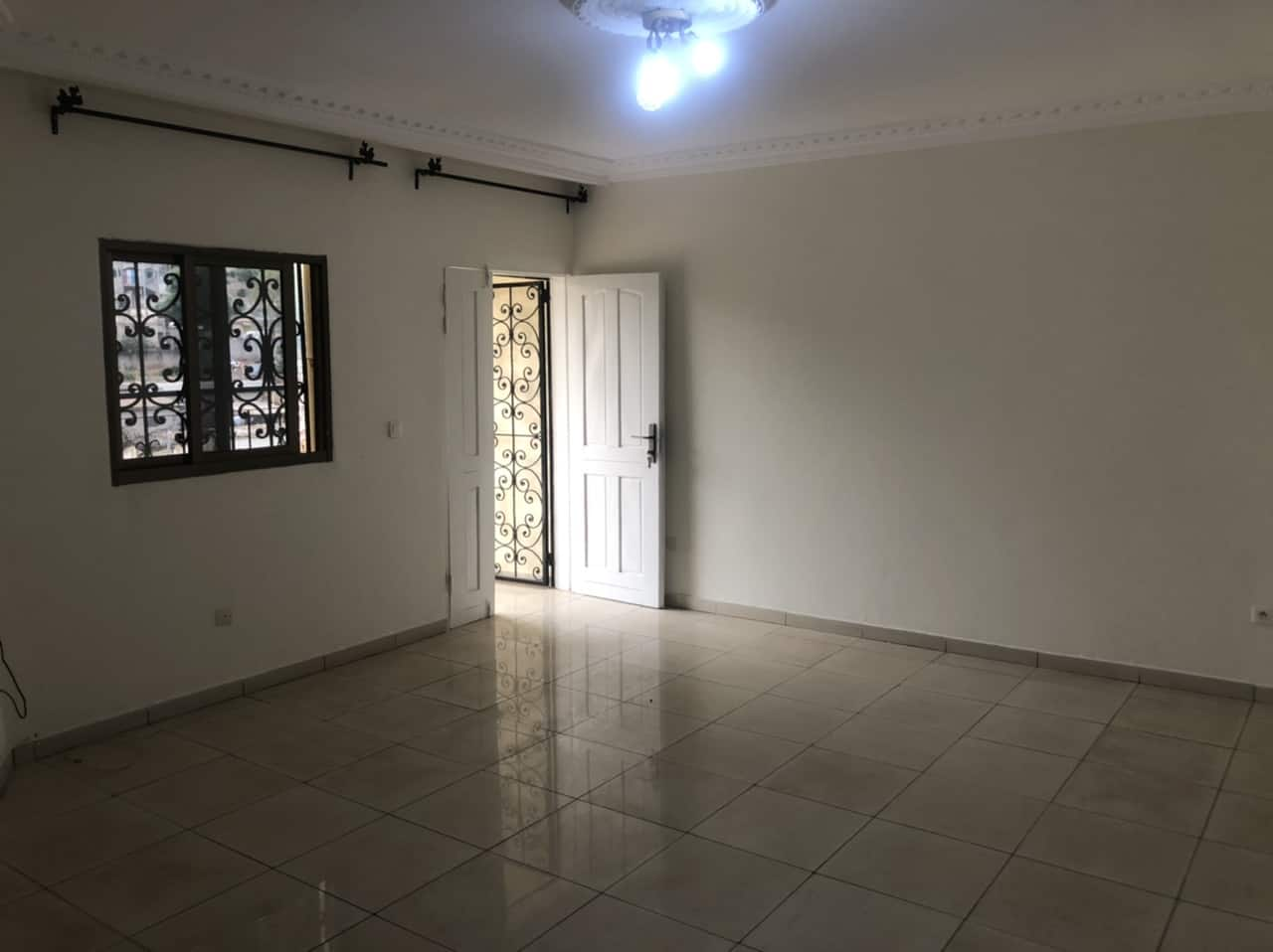 Apartment to rent - Yaoundé, Bastos, Palais de congrès - 1 living room(s), 1 bedroom(s), 1 bathroom(s) - 180 000 FCFA / month