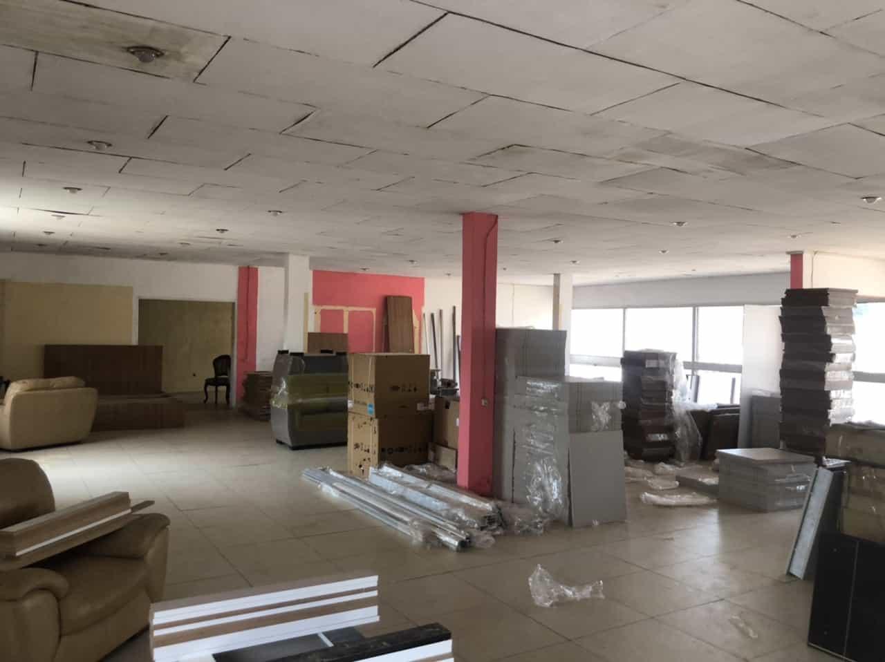 Warehouse to rent at Yaoundé, Tsinga, Carrefour - 400 m2 - 1 000 000 FCFA