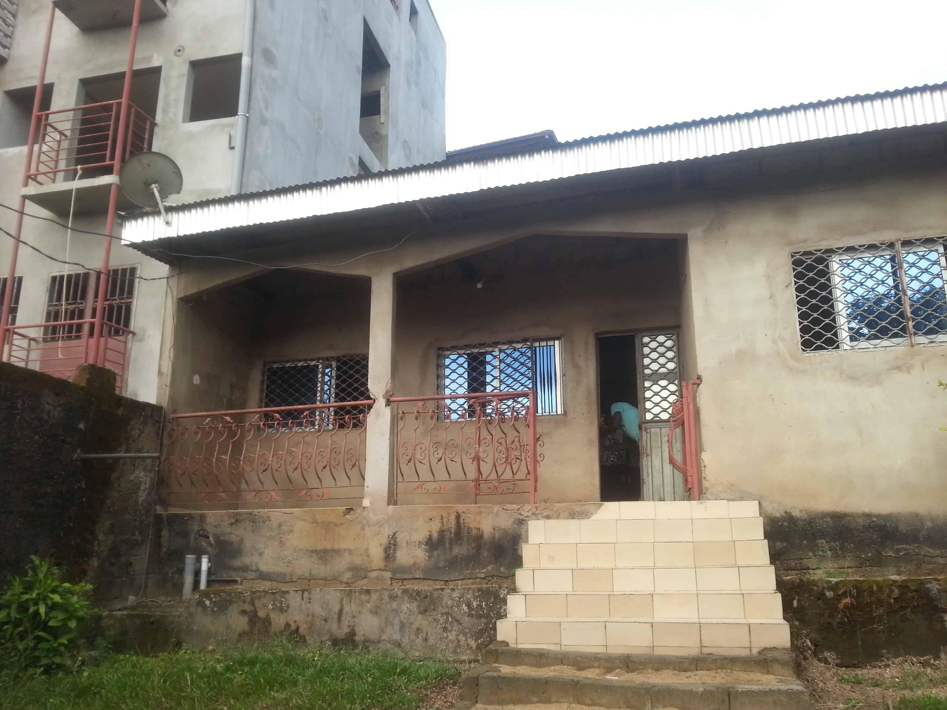 House (Villa) for sale - Douala, Logpom, chefferie bendel city - 1 living room(s), 3 bedroom(s), 2 bathroom(s) - 25 000 000 FCFA / month