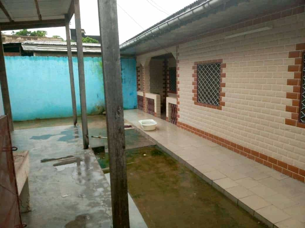 House (Villa) for sale - Douala, Logbaba, chapelle - 1 living room(s), 3 bedroom(s), 2 bathroom(s) - 12 000 000 FCFA / month