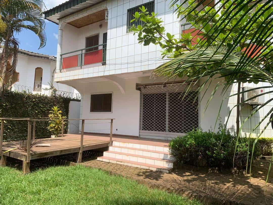 House (Duplex) to rent - Yaoundé, Bastos, bastos - 2 living room(s), 4 bedroom(s), 4 bathroom(s) - 1 200 000 FCFA / month
