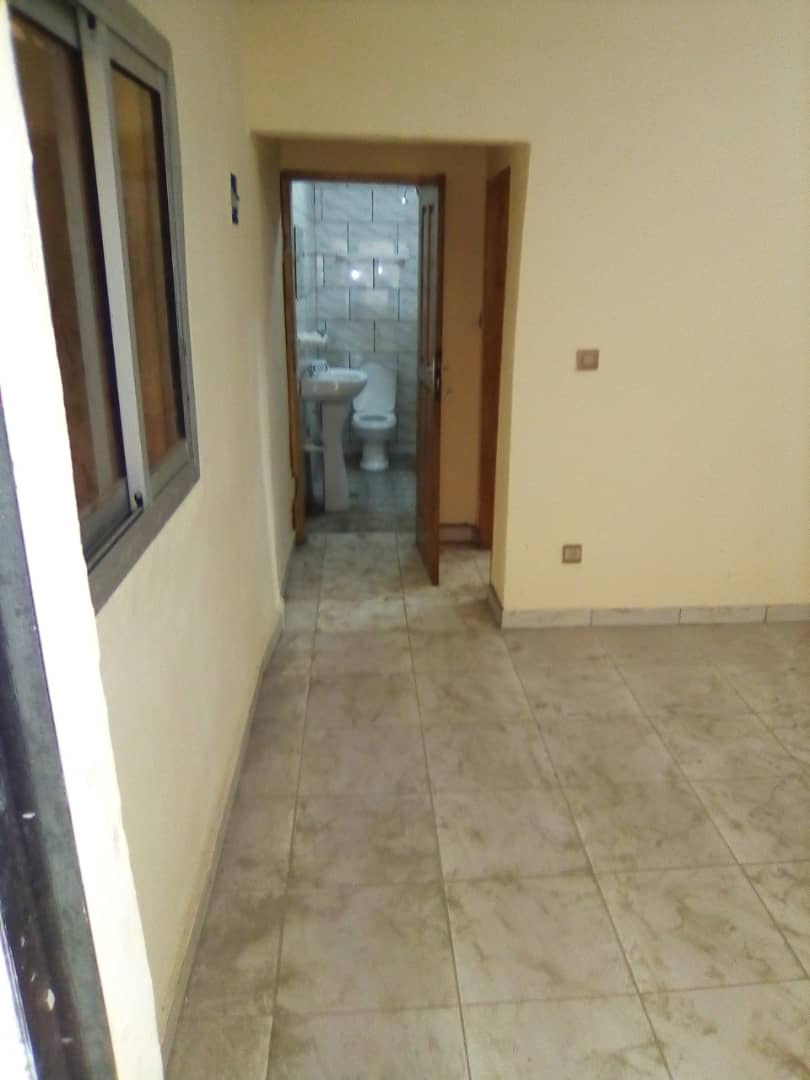 Apartment to rent - Douala, Kotto, Ver mbangue - 1 living room(s), 1 bedroom(s), 1 bathroom(s) - 50 000 FCFA / month