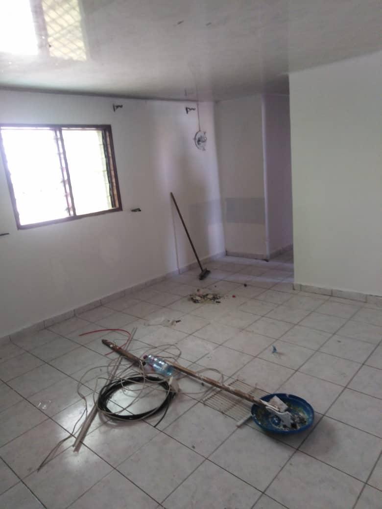 Apartment to rent - Douala, Bonamoussadi, Ver carrefour maçon - 1 living room(s), 1 bedroom(s), 1 bathroom(s) - 70 000 FCFA / month