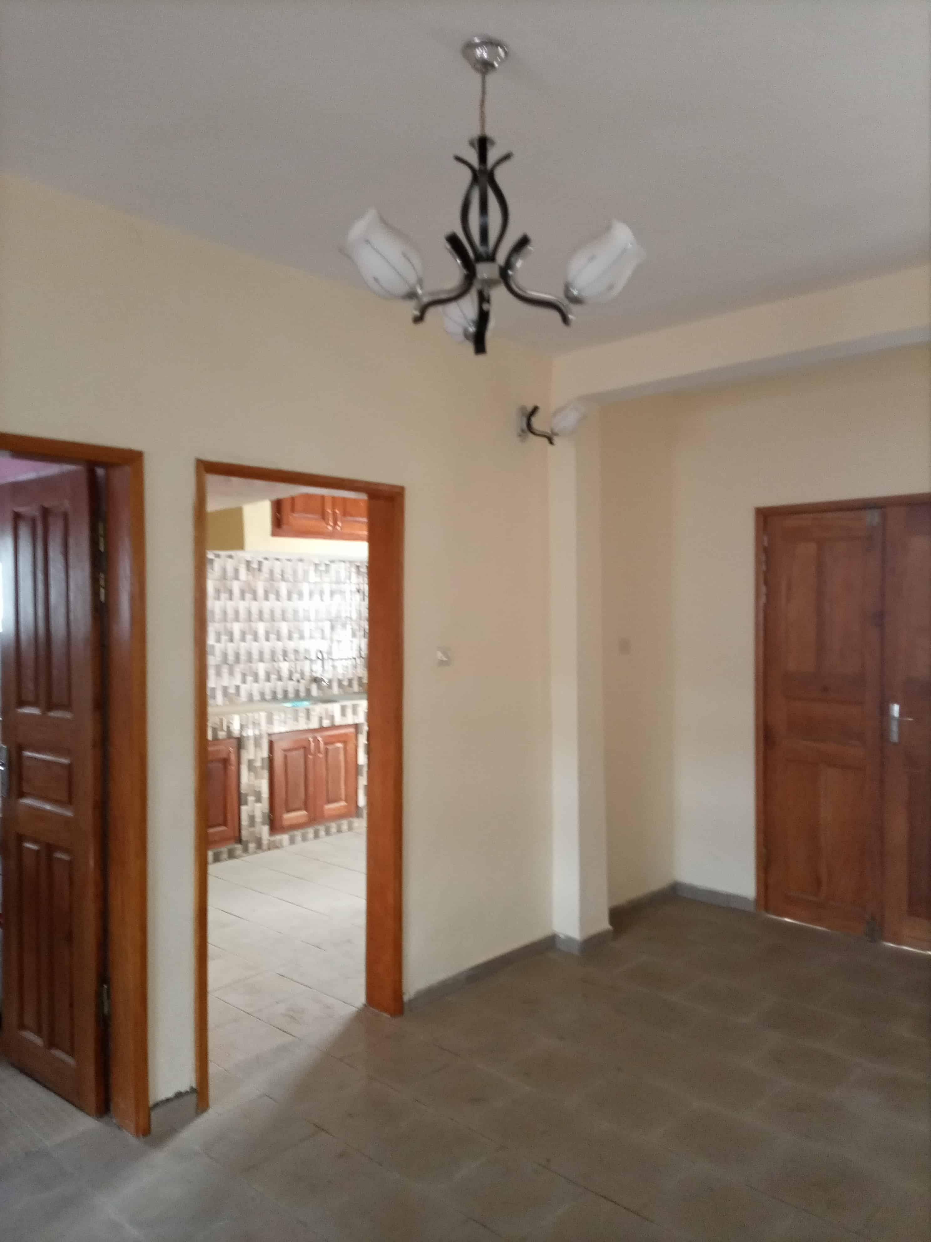 Apartment to rent - Douala, Logbessou I, Carrefour logbessou - 1 living room(s), 3 bedroom(s), 3 bathroom(s) - 150 000 FCFA / month