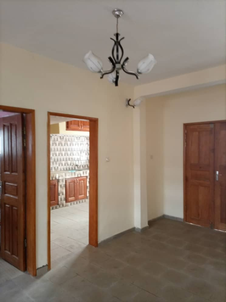 Apartment to rent - Douala, Logbessou I, Ver carrefour logbessou - 1 living room(s), 3 bedroom(s), 2 bathroom(s) - 150 000 FCFA / month