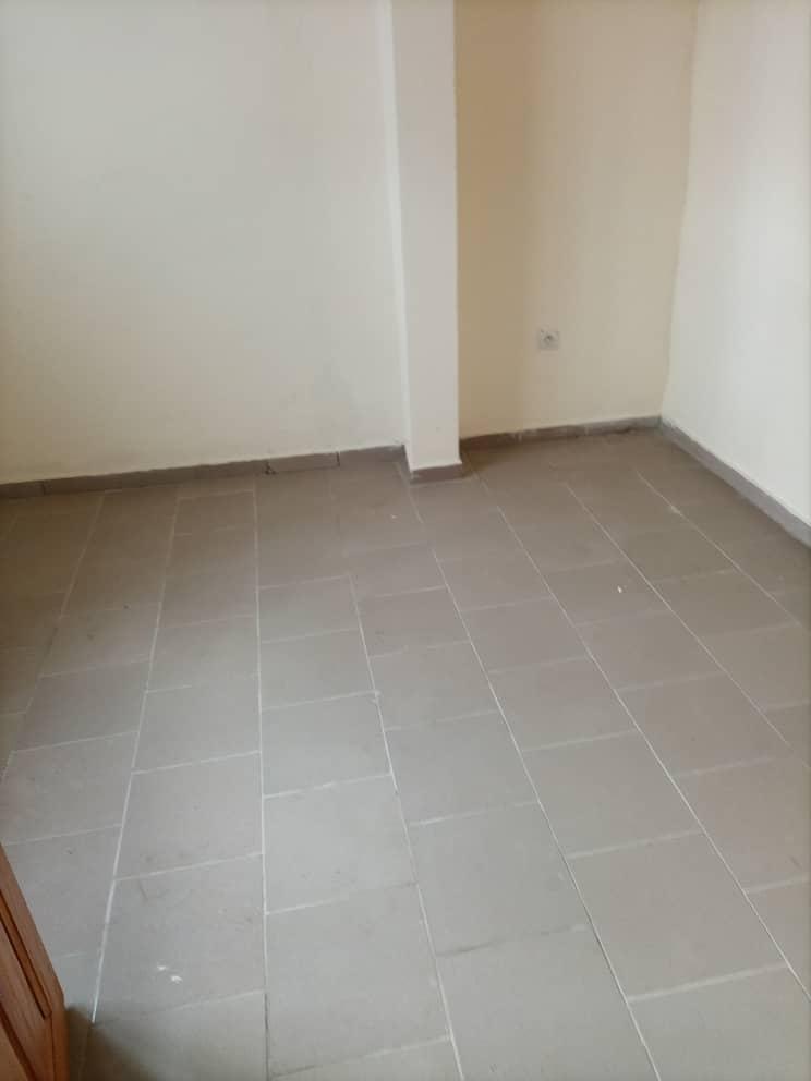 Apartment to rent - Douala, Logbessou I, Ver carrefour logbessou - 1 living room(s), 3 bedroom(s), 2 bathroom(s) - 150 000 FCFA / month