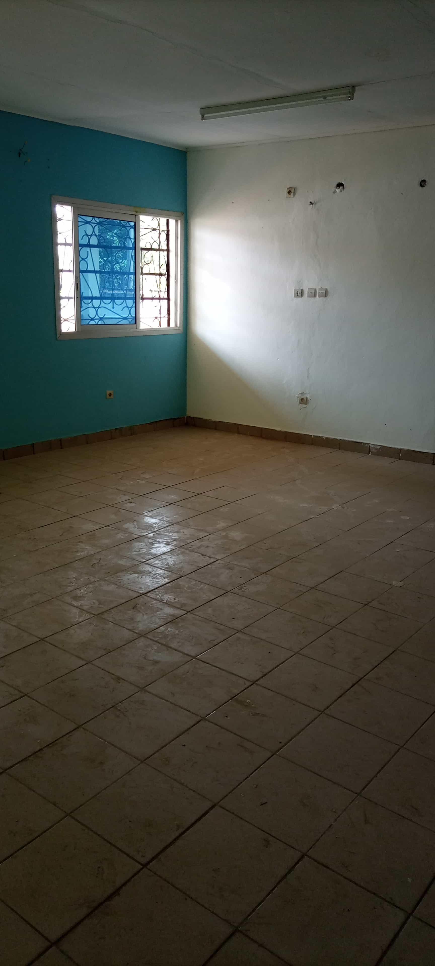 House (Villa) to rent - Douala, Bonamoussadi, Ver le JC - 1 living room(s), 3 bedroom(s), 3 bathroom(s) - 250 000 FCFA / month