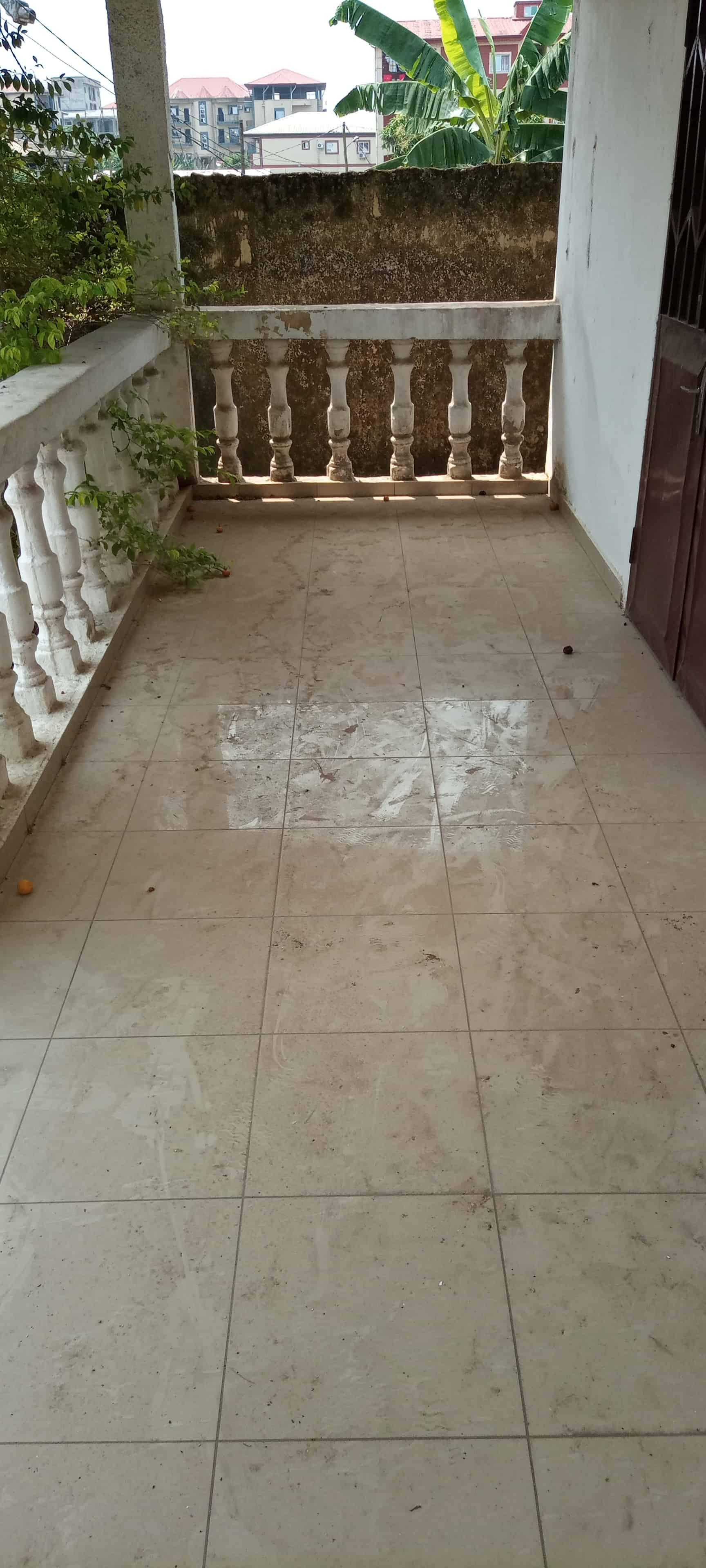 Maison (Villa) à louer - Douala, Makepe, Ver carrefour Patrick mboma - 1 salon(s), 3 chambre(s), 2 salle(s) de bains - 200 000 FCFA / mois