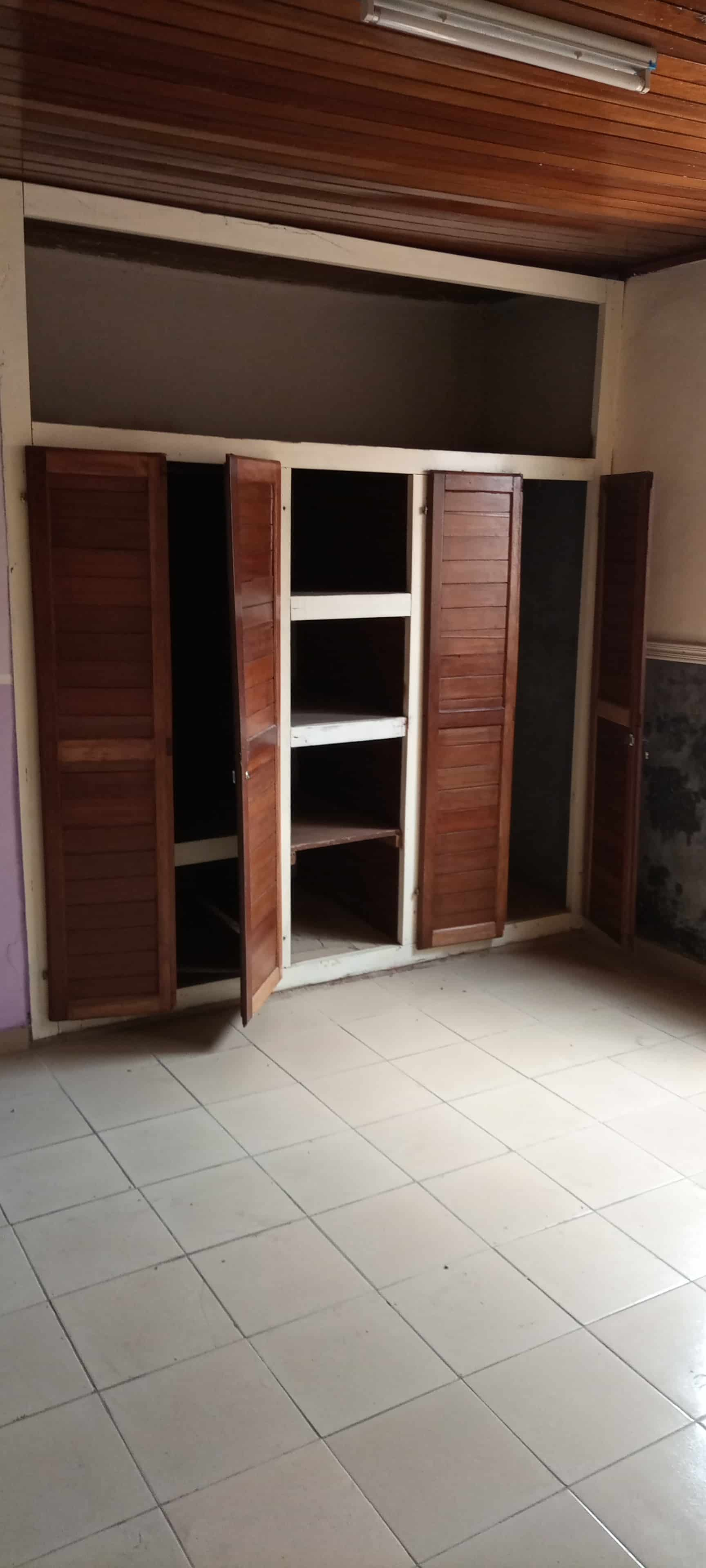 House (Villa) to rent - Douala, Makepe, Ver carrefour Patrick mboma - 1 living room(s), 3 bedroom(s), 2 bathroom(s) - 200 000 FCFA / month