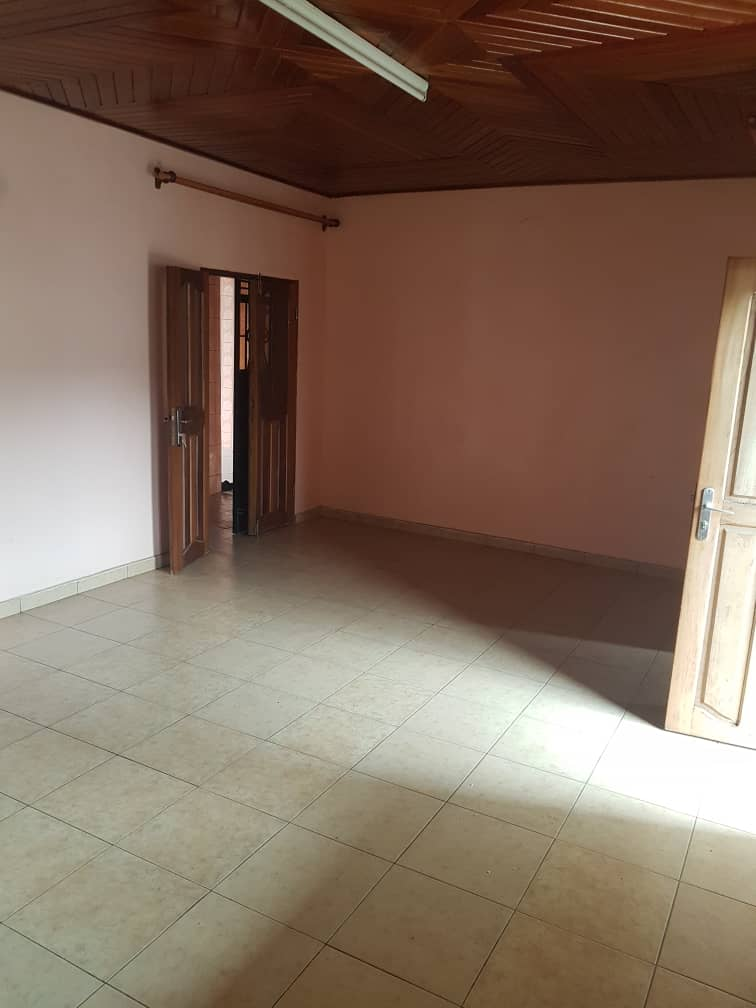 Apartment to rent - Douala, Makepe, Ver le parcours vitæ - 1 living room(s), 1 bedroom(s), 1 bathroom(s) - 80 000 FCFA / month