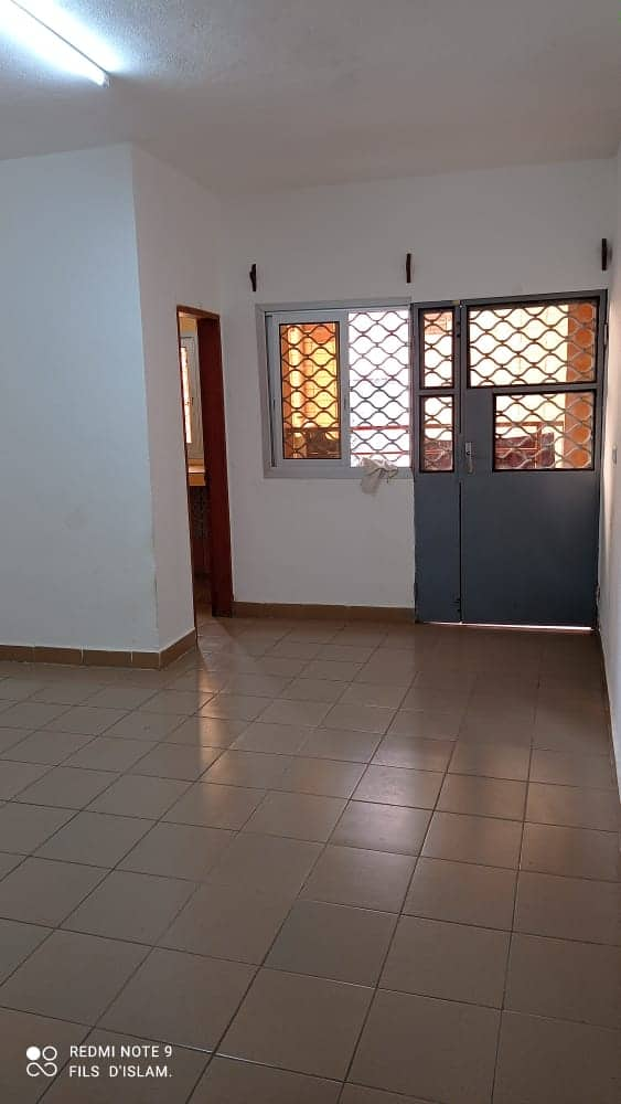 Maison (Maison sur pied) à louer - Douala, PK 09, Non loin de carrefour cité - 1 salon(s), 1 chambre(s), 1 salle(s) de bains - 60 000 FCFA / mois