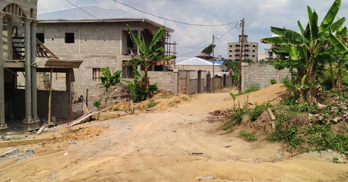 Land for sale at Douala, Lendi, entre la chefferie et le carrefour du Quartier Général et à moins de 300m du boulevard principal - 40000 m2 - 6 250 000 FCFA