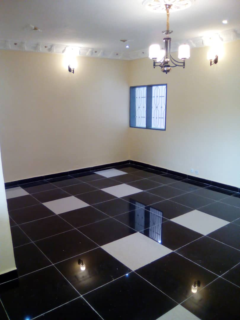 House (Villa) to rent - Yaoundé, Nsimeyong, Shell - 1 living room(s), 3 bedroom(s), 2 bathroom(s) - 200 000 FCFA / month