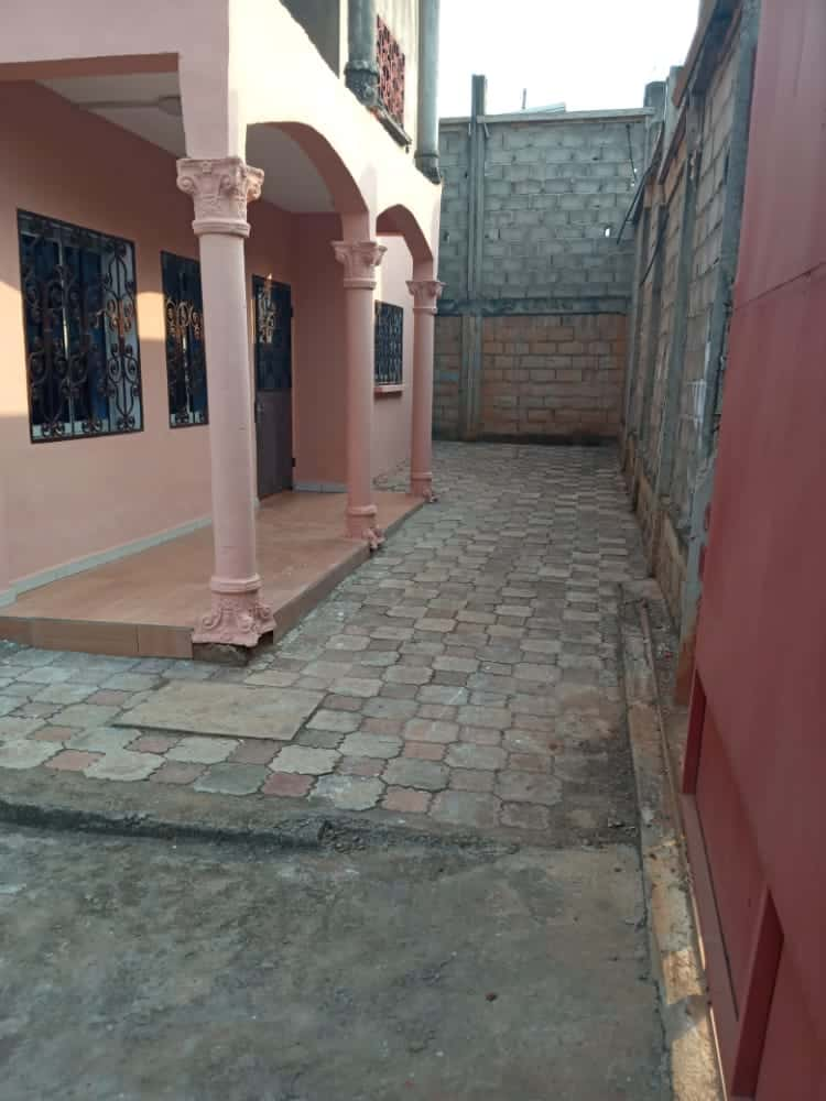 House (Concession) for sale - Yaoundé, Eleveur, ngousso - 3 living room(s), 6 bedroom(s), 6 bathroom(s) - 80 000 000 FCFA / month