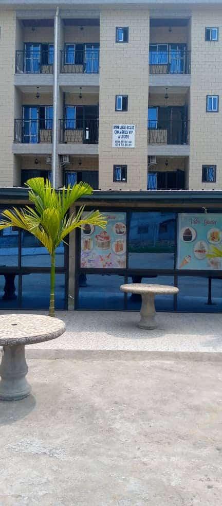 Boutique à louer à Douala, Kotto, Après carrefour des immeubles - 1000 m2 - 350 000 FCFA