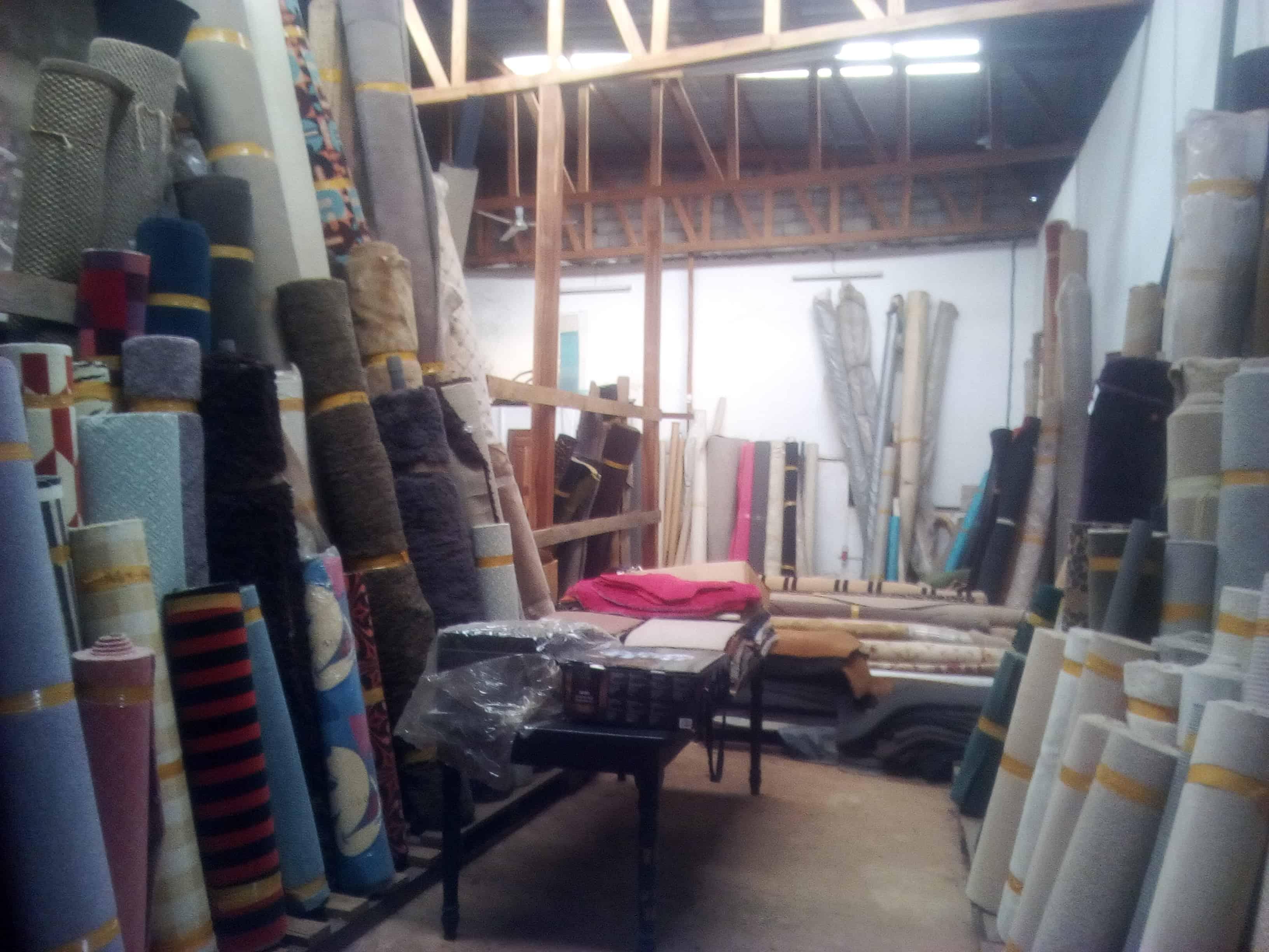 Shop to rent at Yaoundé, Bastos, Aurélia - 300 m2 - 750 000 FCFA