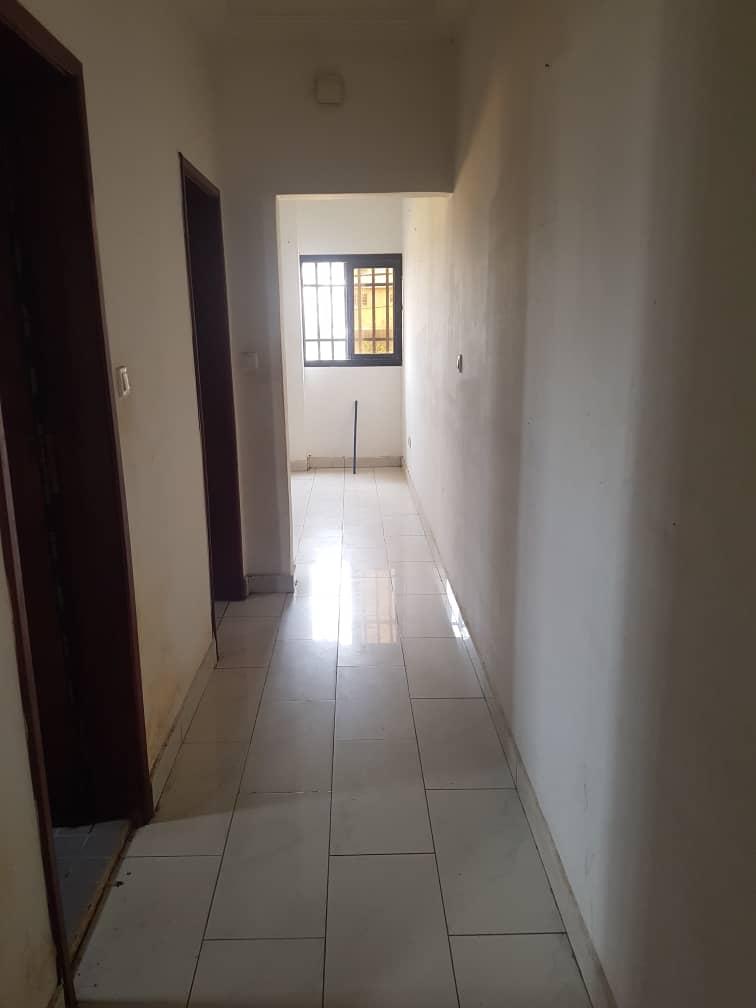 Appartement à louer - Douala, Makepe, Ver Bm - 1 salon(s), 1 chambre(s), 1 salle(s) de bains - 100 000 FCFA / mois