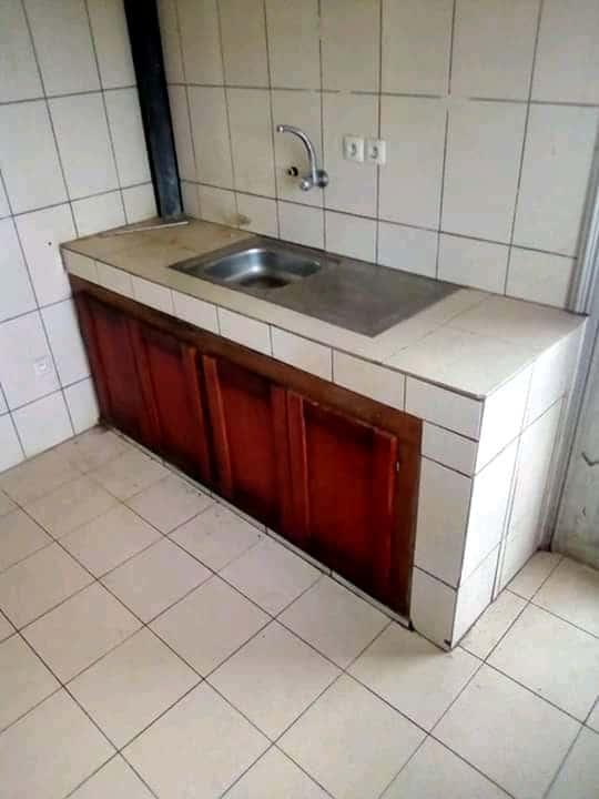 Appartement à louer - Douala, Logpom, Ver bassong - 1 salon(s), 3 chambre(s), 3 salle(s) de bains - 115 000 FCFA / mois