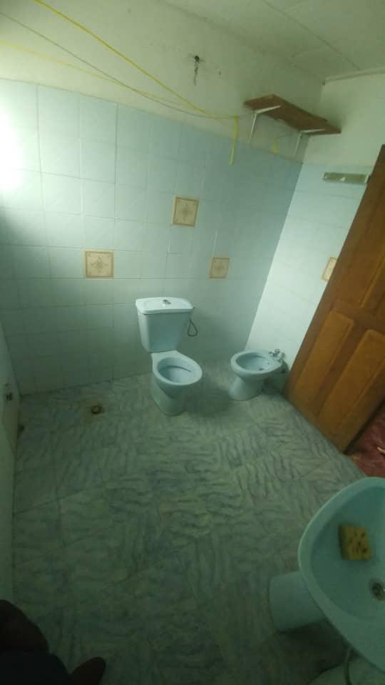 Maison (Villa) à louer - Douala, Japoma, Ver le lycée - 1 salon(s), 4 chambre(s), 3 salle(s) de bains - 150 000 FCFA / mois