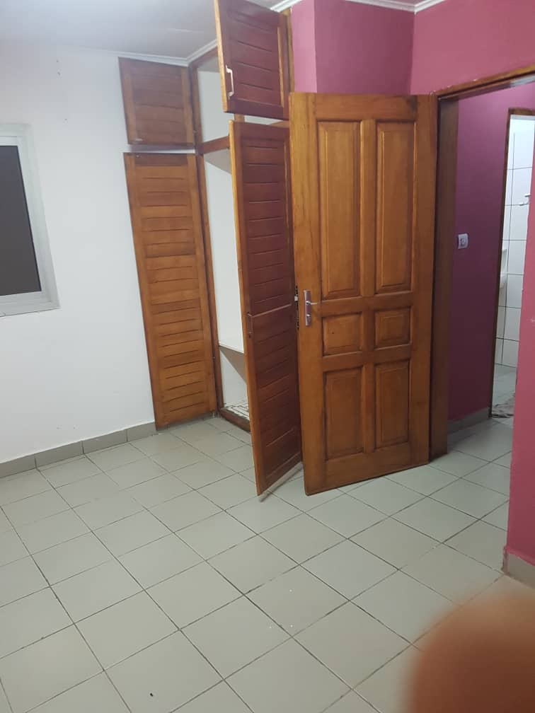 Apartment to rent - Douala, Kotto, Bloc M - 1 living room(s), 1 bedroom(s), 1 bathroom(s) - 75 000 FCFA / month