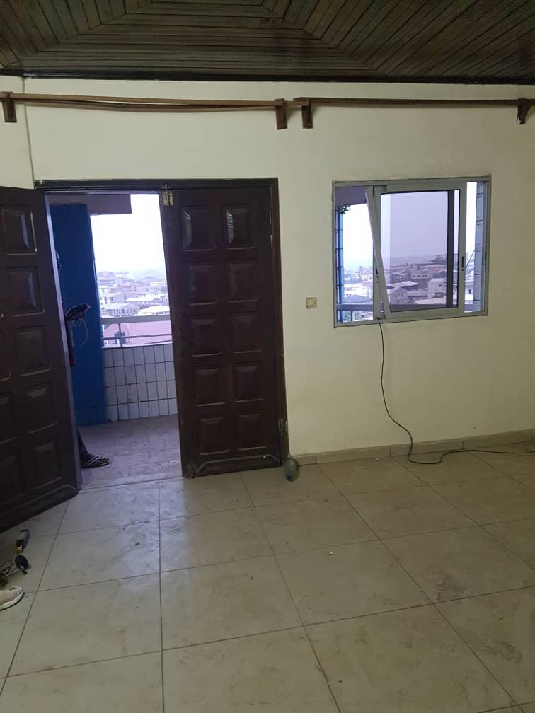 Apartment to rent - Douala, Kotto, Ver bloc L - 1 living room(s), 1 bedroom(s), 1 bathroom(s) - 70 000 FCFA / month