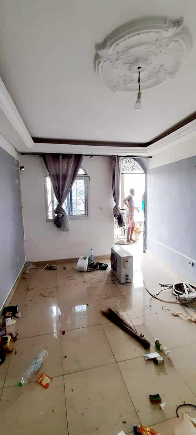 Apartment to rent - Douala, Akwa I, Vers la nouvelle route bessengue - 1 living room(s), 1 bedroom(s), 1 bathroom(s) - 80 000 FCFA / month