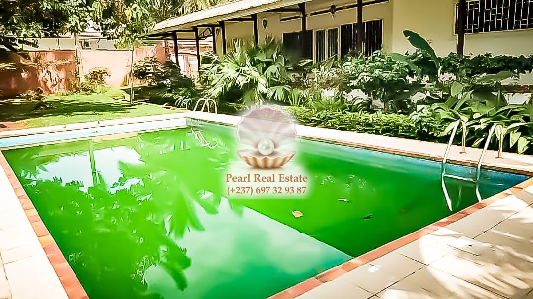 House (Villa) to rent - Yaoundé, Bastos, Bastos - 1 living room(s), 4 bedroom(s), 3 bathroom(s) - 1 800 000 FCFA / month