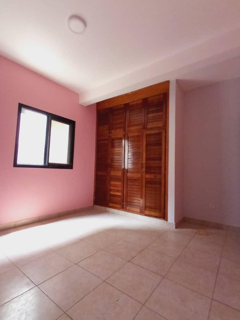 Apartment to rent - Douala, Makepe, Ver monde unis - 1 living room(s), 3 bedroom(s), 3 bathroom(s) - 200 000 FCFA / month