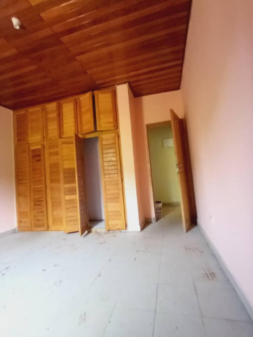 Apartment to rent - Douala, Logbessou II, Après carrefour logbessou - 1 living room(s), 1 bedroom(s), 1 bathroom(s) - 65 000 FCFA / month