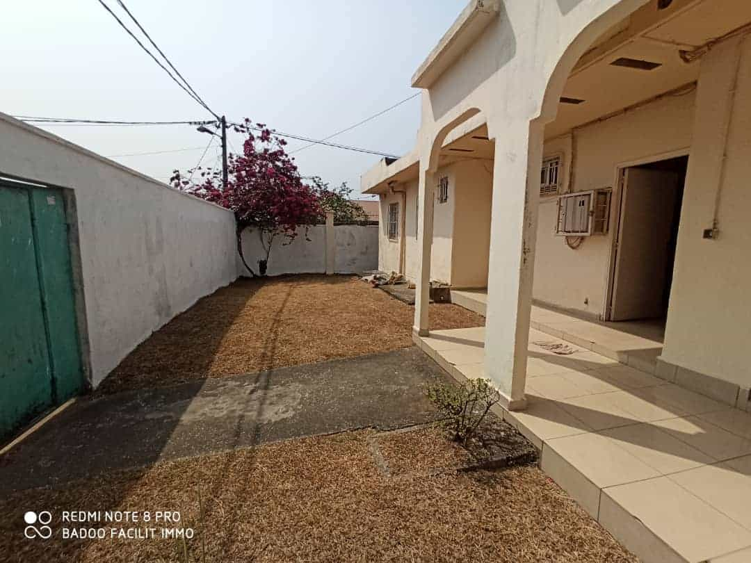 House (Villa) for sale - Douala, Kotto, Bloc e - 1 living room(s), 3 bedroom(s), 2 bathroom(s) - 5 000 000 FCFA / month