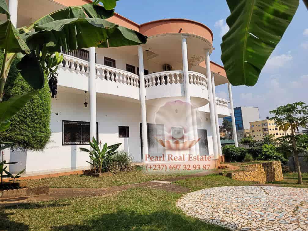 House (Villa) to rent - Yaoundé, Bastos, Dragages - 1 living room(s), 4 bedroom(s), 3 bathroom(s) - 2 000 000 FCFA / month