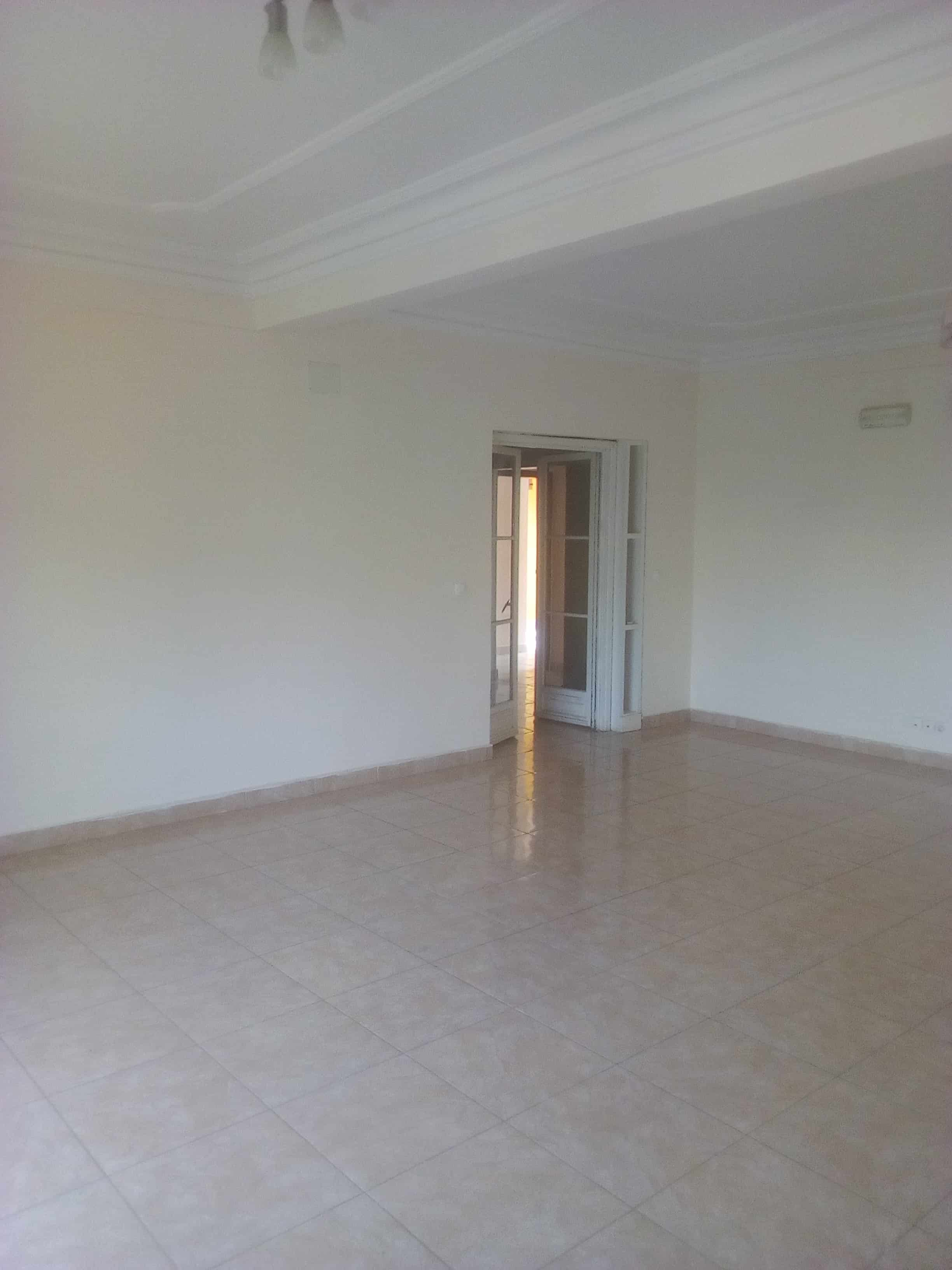 Apartment to rent - Yaoundé, Mfandena, Omnisport - 1 living room(s), 3 bedroom(s), 3 bathroom(s) - 400 000 FCFA / month