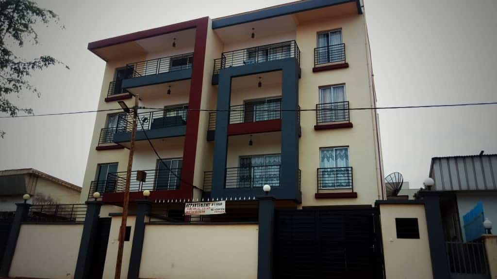 Appartement à louer - Yaoundé, Essos, CARREFOUR - 1 salon(s), 2 chambre(s), 2 salle(s) de bains - 350 000 FCFA / mois