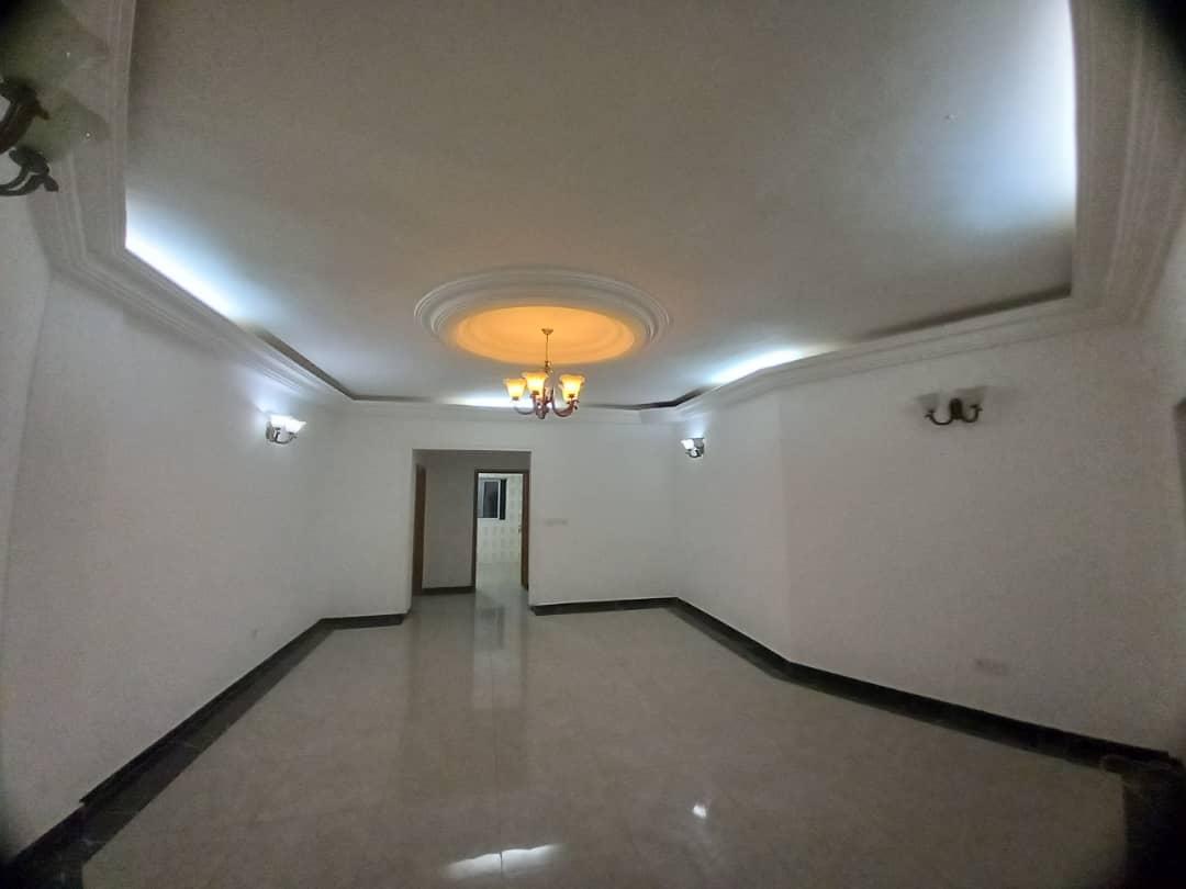 Appartement à louer - Yaoundé, Cité verte, yoyo bar - 1 salon(s), 2 chambre(s), 2 salle(s) de bains - 170 000 FCFA / mois