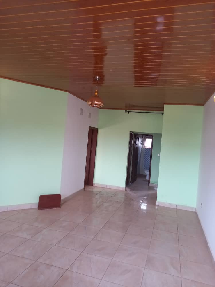 Apartment to rent - Yaoundé, Odza, koweit - 1 living room(s), 2 bedroom(s), 3 bathroom(s) - 170 000 FCFA / month