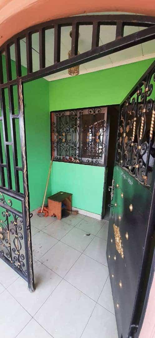 Appartement à louer - Yaoundé, Biyem-Assi, rond point express - 1 salon(s), 1 chambre(s), 1 salle(s) de bains - 70 000 FCFA / mois