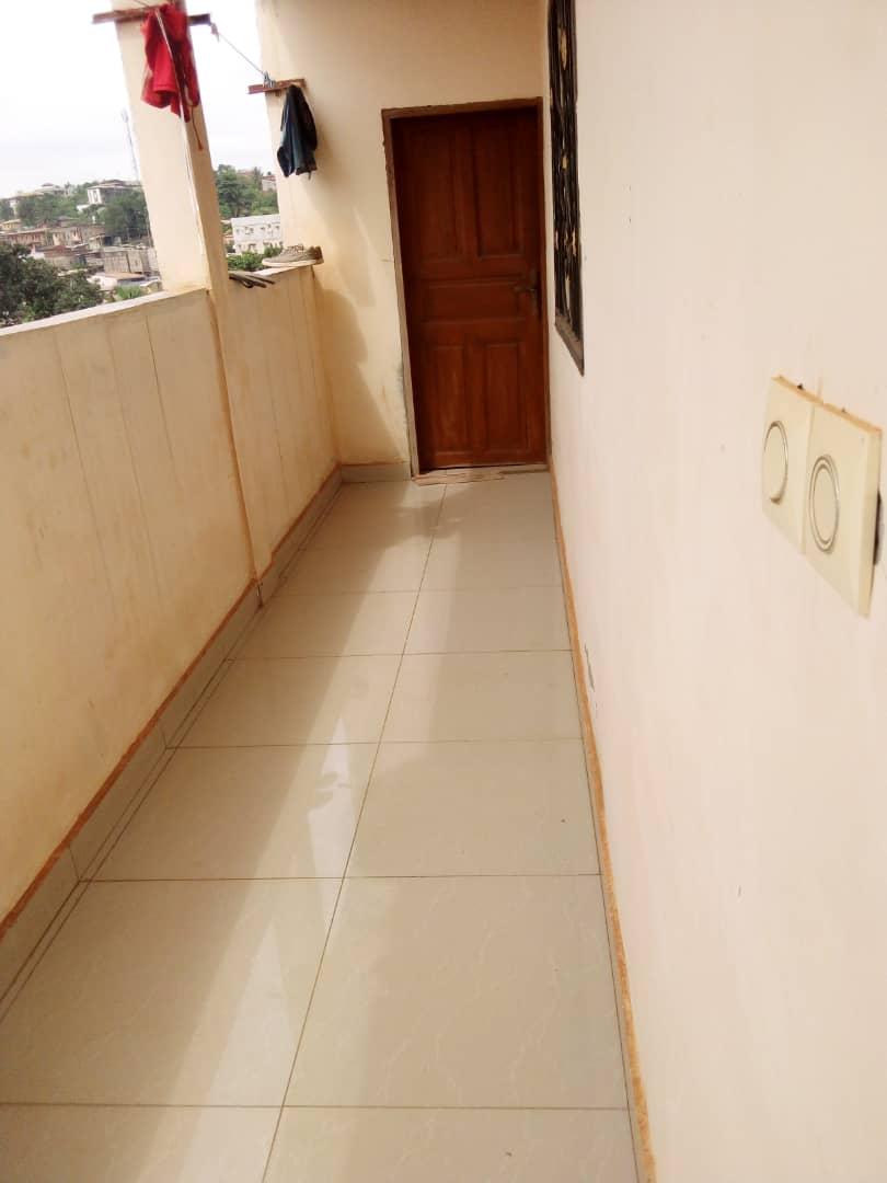 Appartement à louer - Yaoundé, Biyem-Assi, SAINT MARC - 1 salon(s), 1 chambre(s), 1 salle(s) de bains - 80 000 FCFA / mois