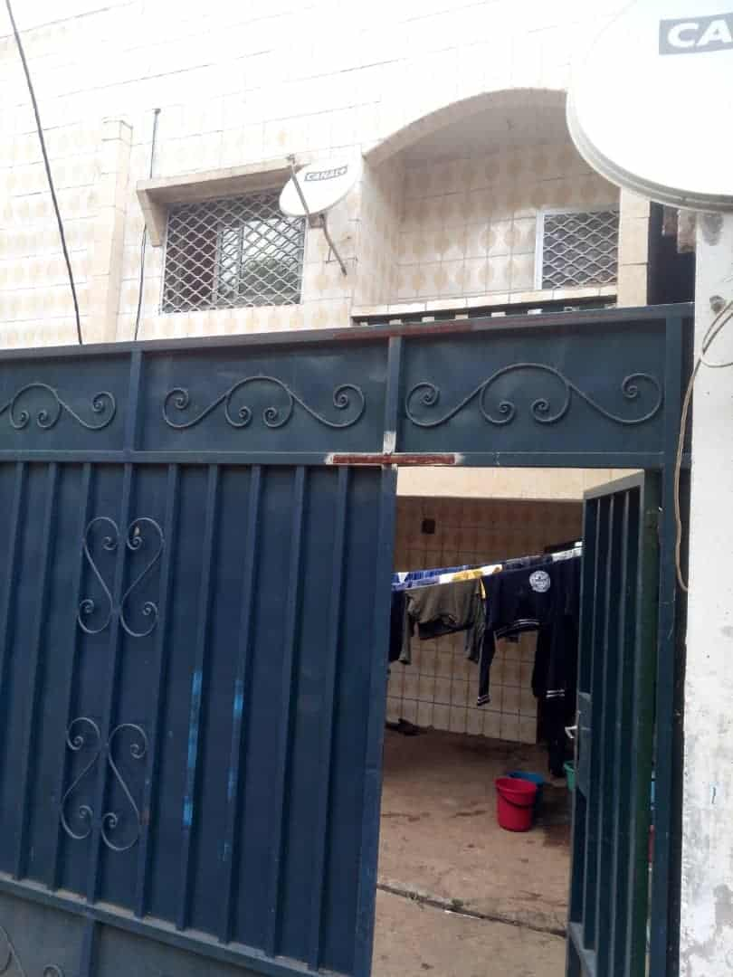 Appartement à louer - Yaoundé, Biyem-Assi, SUPERRETE - 1 salon(s), 1 chambre(s), 1 salle(s) de bains - 60 000 FCFA / mois