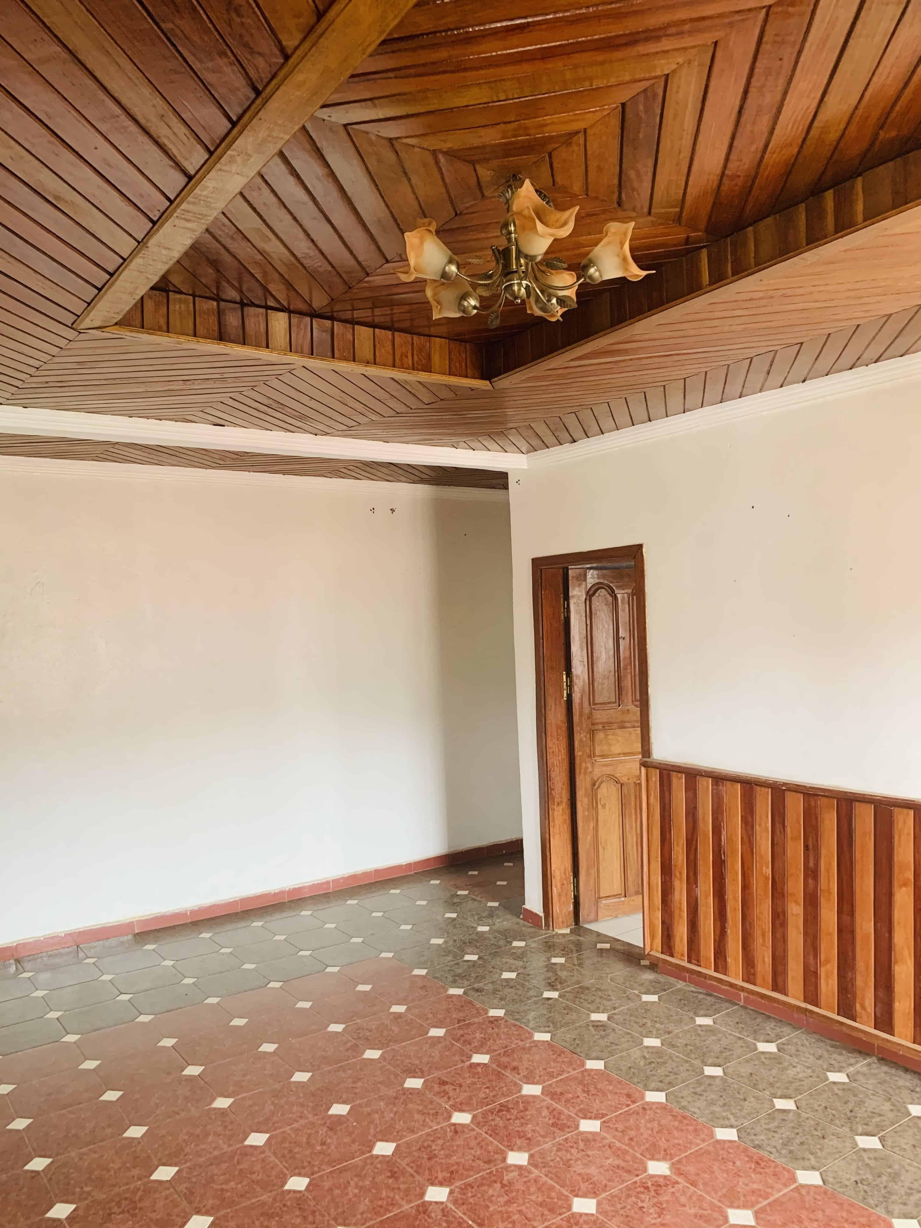 Appartement à louer - Yaoundé, Mfandena, Derrière stade omnisports - 1 salon(s), 2 chambre(s), 1 salle(s) de bains - 200 000 FCFA / mois