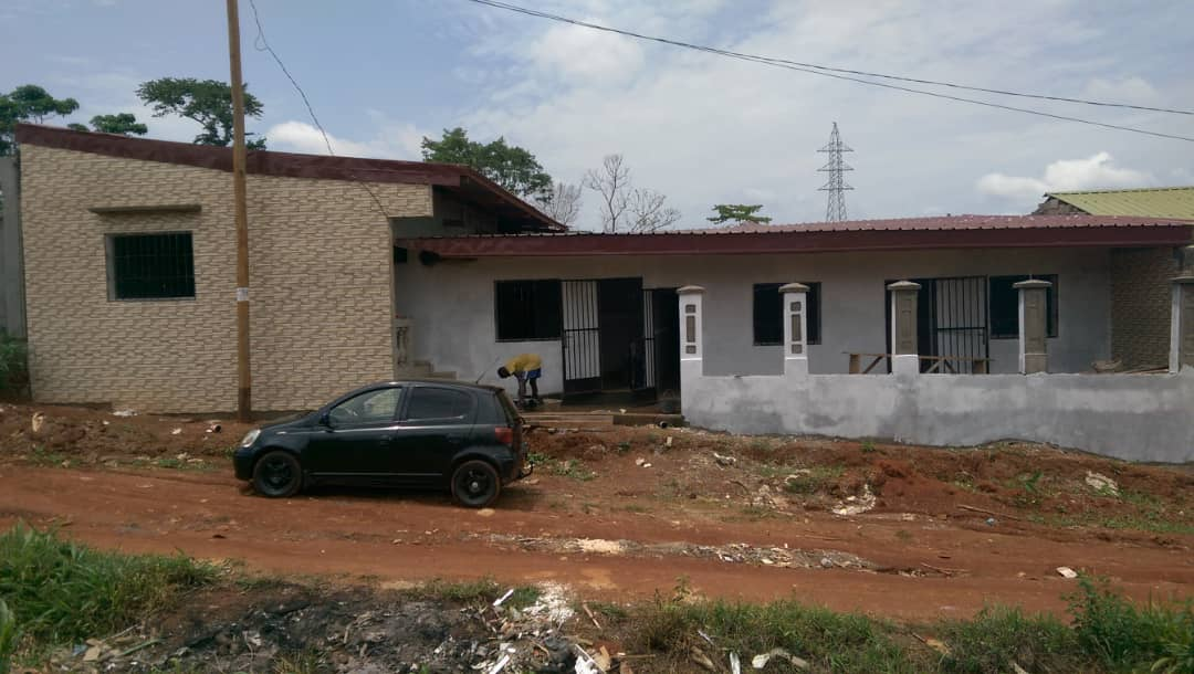 House (Wayside home) for sale - Yaoundé, Odza, PETIT MARCHE - 4 living room(s), 6 bedroom(s), 5 bathroom(s) - 35 000 000 FCFA / month