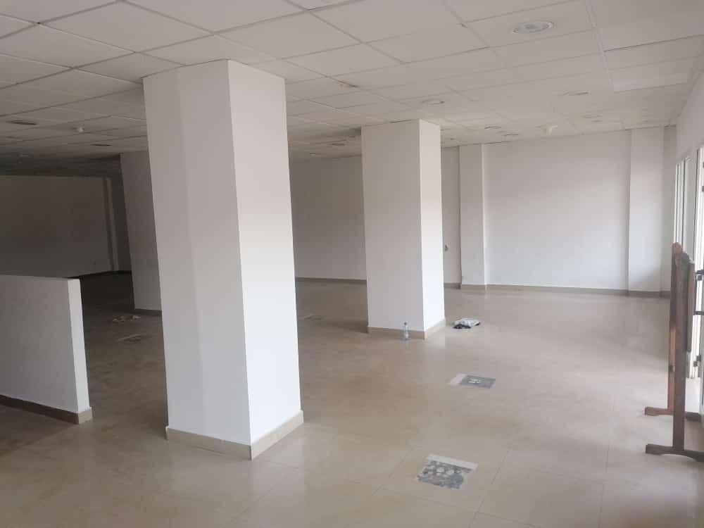 Shop to rent at Yaoundé, Bastos, Pas loin du black - 200 m2 - 2 500 000 FCFA